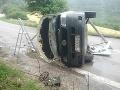 Nehoda pri Hornej Porube: FOTO Prevrátená dodávka, dvaja zranení