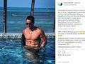 Fernando Carrillo sa rád pochváli svojim svalnatým telom.