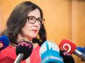 Ministerka Lubyová nesmie dovoliť predražený internet pre školy, vyzýva Gröhling