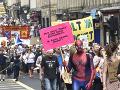 Tisícky ľudí protestujú proti