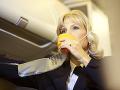 Letuška sa nakazila vážnou chorobou: Varovanie pre cestujúcich rovnakej linky, vyhľadajte lekára