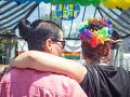Podpora LGBT v spoločnosti rastie, ale neochota politikov pretrváva