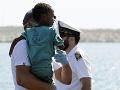 Nová nádej pre zachránených migrantov z rybárskej lode: Pomocnú ruku im podá aj Taliansko