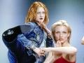 Drew Barrymore a Cameron Diaz vo filme Charlieho anjeli.