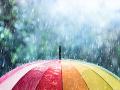 SHMÚ varuje: Zmena počasia zasiahne tieto oblasti Slovenska, pripravte sa na poriadny dážď