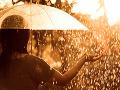 Varovanie pred povodňami stále trvá: FOTO Horúcu sobotu vystrieda dážď
