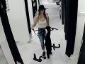 Polícia prosí o pomoc: Objasňujú krádeže v obchode, pátrajú po tínedžerkách na FOTO