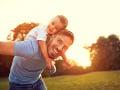 Počet otcov, ktorí poberajú materské dávky,  výrazne stúpol: Ministerstvo chce nárok upraviť