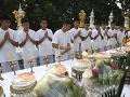 Budúcnosť zachránených futbalistov je jasná: Oblečú si mníšske rúcho