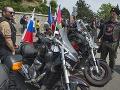 Na snímke Noční vlci na motorkách prichádzajú na Slavín uctiť si pamiatku vojakov Červenej armády
