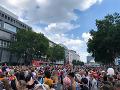 VIDEO Masívny pochod Berlínom: Desaťtisíce ľudí prišli podporiť sexuálne menšiny