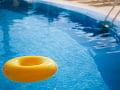 Hygienici zistili na dvoch kúpaliskách v Bratislavskom kraji nevyhovujúcu vodu