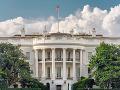 Veľký rozruch v Bielom dome: Zo stropu spadla na novinára myš a ušla