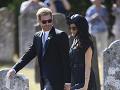 Vojvoda a vojvodkyňa zo Sussexu - Harry a Meghan na svadbe kamaráta.