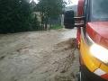 Pohroma po bleskovej búrke na severe Slovenska: FOTO Hasiči ratujú zaplavené pivnice
