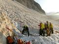 Zázrak v Taliansku: Po dvoch dňoch zachránili speleológa, ktorý uviazol v jaskyni pod ľadovcom