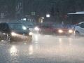 Slovensko v noci čaká zmena počasia: Meteorológovia varujú, pozor na silný dážď a búrky