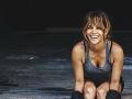 Halle Berry sa udržiava vo forme cvičením.