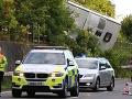 Vážna dopravná nehoda blízko Londýna: Na diaľnici sa prevrátil autobus, desiatky zranených