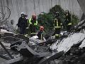 V Taliansku sa zrútila časť mosta s autami