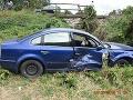 FOTO Nehoda v Trenčianskych Bohuslaviciach: Kolízia pri predchádzaní, auto skončilo v priekope