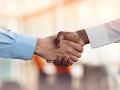 Súdny spor kvôli obyčajnému pracovnému pohovoru: Za všetkým stálo (ne)podanie ruky
