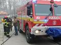 Pri Malackách v noci horel les, s veľkým ohňom bojovalo 38 hasičov
