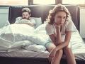 Tieto ZLOZVYKY v spálni nikdy nerobte! Poriadne nimi rozzúrite svojho partnera