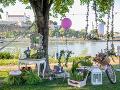 Garden párty sa konala na nábreží Dunaja.