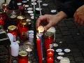 Ľudia prišli zapáliť sviečku za brutálne zavraždeného Jána Kuciaka a jeho snúbenicu Martinu Kušnírovú