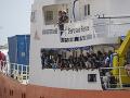 Ďalší masívny tok migrantov do Európy: Líbyjská pobrežná stráž im však zahatala plány