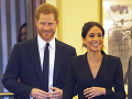 Harry a Meghan rozdávali úsmevy na všetky strany.