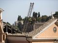 Rušné chvíle v historickom centre Ríma: Kostolu sa z ničoho nič zrútila strecha