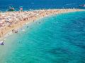 Ranná prechádzka po pláži v Španielsku sa zmenila na nočnú moru: Desivý objav v mori