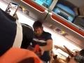 Pasažierka vyvolala počas letu na Ibizu hromadnú bitku: A pritom chcela len potešiť mužské oko