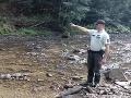 Nočná záchrana: FOTO Žilinskí policajti sa brodili riekou, žena bola v lese 16 hodín, opísali detaily
