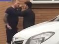Dramatické VIDEO hádky o parkovacie miesto: Chlapík dal dole nabúchaného vodiča, prekvapivý záver