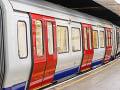 Strach a nervozita v moskovskom metre: Vyše tisíc cestujúcich v ňom uviazlo na niekoľko hodín