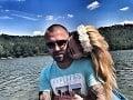 Futbalista odsúdený za porno škandál je už na slobode: Vyzdvihla si ho frajerka!