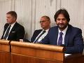 Smer po prázdninách v parlamente: FOTO Zmiznutý Federič sa vrátil, vysmiaty Kaliňák a kamenný Fico