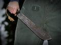 Muž zaútočil mačetou: Výzvu polície neposlúchol, cielený výstrel mu bol smrteľný