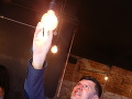 Moderátor Andrej Bičan chcel v podniku vymeniť žiarovku.