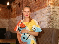 Herečka Kristína Pírová, ktorá v seriálu Susedia hrá dcéru Milku, má už veľké tehotenské bruško.