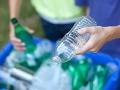 Slovensko čaká revolúcia v obchodoch: Zálohovať budeme aj plastové flaše! Prvý odhad, koľko to bude stáť