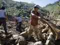 Mohutné dažde spôsobili v Indonézii zosuvy pôdy: Minimálne 9 mŕtvych a desiatky nezvestných