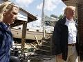 Donald Trump na mieste poškodených domov.