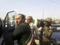 FOTO Vojenskú prehliadku poznačil útok militantov: Strieľali do davu z motoriek, 24 mŕtvych