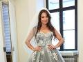Kristína Greppelová sa vyhla svadobnému klišé. Namiesto bielych šiat stavila na sivú róbu.