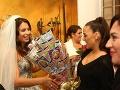 Karin Haydu pre Kristínu a Tomáša vybrala netypický dar. Priniesla im kyticu vytvorenú zo žrebov.