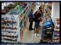 Traja Trnavčania na FOTO kradli v obchodoch, odhalili ich kamerové záznamy: Po jednom stále pátrajú